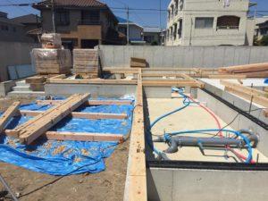 明石市「カタツムリの家」・・・土台敷き ! 始まりました。