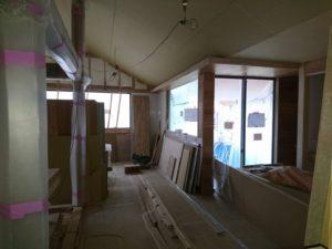 神戸市北区「haus plum 」では、年内木工事完了を目指し…
