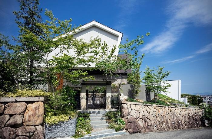 芦屋・丘に建つ家